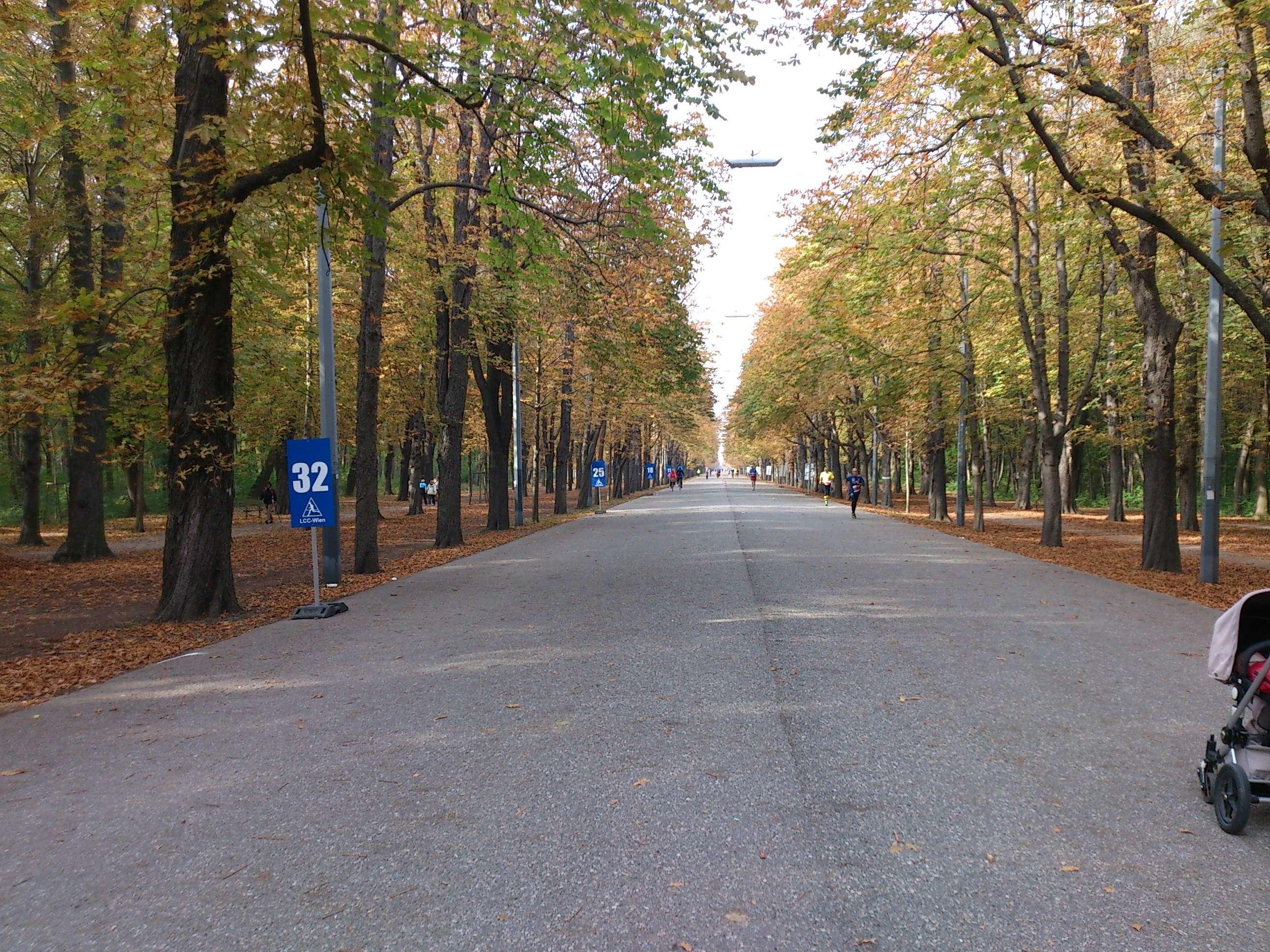 Prater - Hauptallee s novim oznakama kilometara